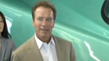 Video : Schwarzenegger rides Japanese bullet train