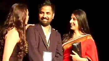 Video : Vidya Balan walks the ramp for Sabyasachi