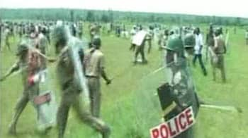 Video : Srikakulam: Police fire at 3000 villagers
