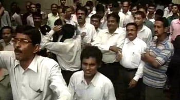 Video : Kolkata: Lawyers vs Chief Justice - all for rooms