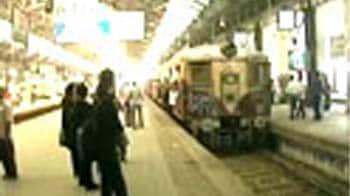 Video : निरसर स्टेशन के पास जमीन धंसी