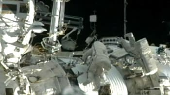 Video : Russian astronauts on the ISS undertake spacewalk