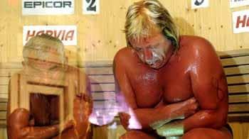 Video : Finland: Man dies in heat at Sauna Contest