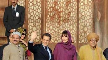 Video : At Fatehpur Sikri dargah, Sarkozys pray for son