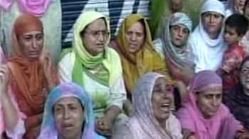 Videos : श्रीनगर में फायरिंग, फिर बिगड़े हालात