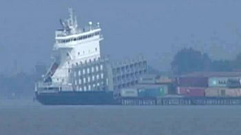 Video : Cargo ships collide on river Hooghly