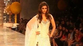 Video : Aishwarya on the ramp after 15 years