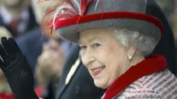 Video : UK's Queen Elizabeth II joins Facebook
