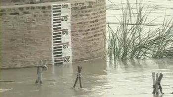 Video : Delhi on flood alert, govt says no danger to Games village