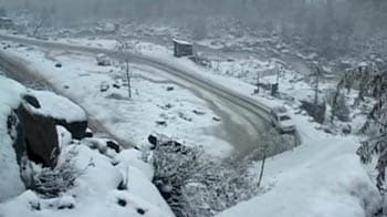 Video : Season's first snowfall in Himachal