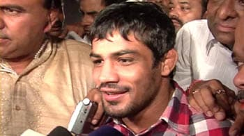 Video : Sushil Kumar celebrates with a buffalo!