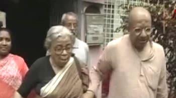 Video : Trinamool leader dedicates book to Maoist leader Kishanji