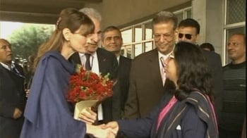 Video : In Delhi, Carla Bruni visits AIDS patients