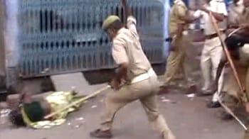 Videos : दहशतगर्द बनी पुलिस, महिलाओं को पीटा