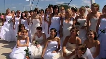 Video : 100 brides raise money for sick 5-year-old