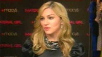 Video : Madonna will dress you up in her love