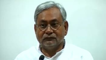 Video : No deal with Naxals for cops, says Nitish