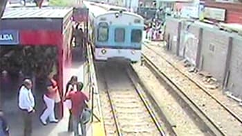 Video : Argentina child disappears under train, survives