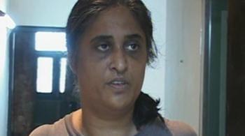 Videos : मंत्री की गाड़ी से धमकाने पहुंचे