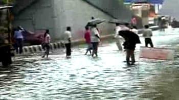 Video : Downpour floods Delhi roads again