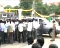 Video : Pro-Telangana protesters attack Naidu's convoy