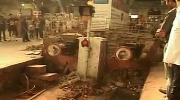 Video : दीवार से टकराई लोकल ट्रेन, 5 घायल