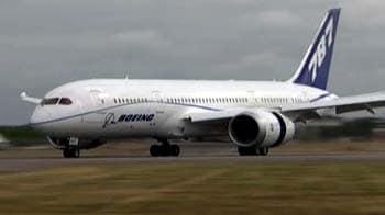 Video : 'Dreamliner' arrives at UK airshow