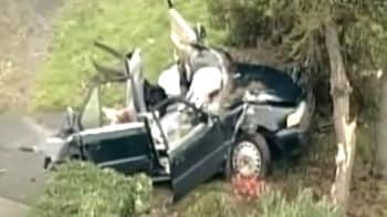 Video : Car splits in half during police chase