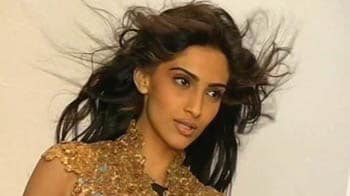 Video : Sonam plays cupid to her brother and Priyanka!