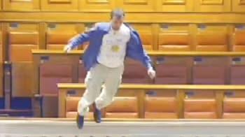 Video : Man dives 20 feet in Parliament