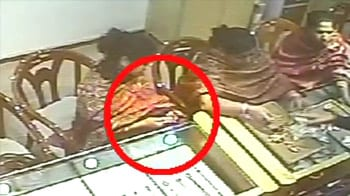 Video : Caught on CCTV, women rob jewellery