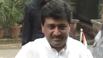 Videos : आदर्श घोटाला : अब चव्हाण ने देशमुख पर लगाए आरोप