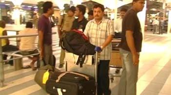 Videos : एयर इंडिया ने वसूला डबल किराया