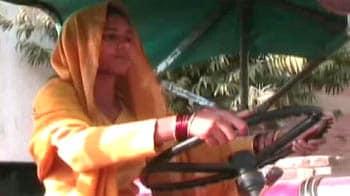 Video : महिलाओं को ट्रैक्टर की ट्रेनिंग