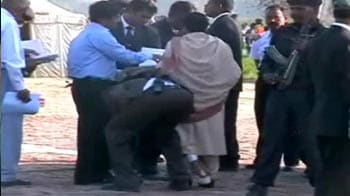 Video : Mayawati's security officer cleans her shoes