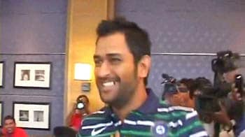 Video : Captain Cool turns into a journalist!