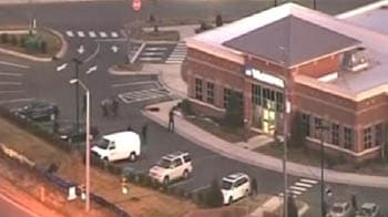 Video : Teen shot after emerging from bank with hostage
