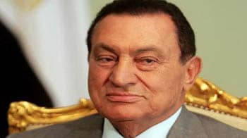 Video : Hosni Mubarak steps down as Egypt's President