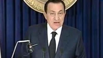 Video : Egypt: President Mubarak steps down, cedes power to military