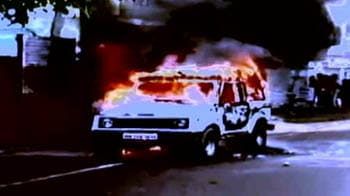Video : कौन है जो गाड़ियों को लगा रहा आग
