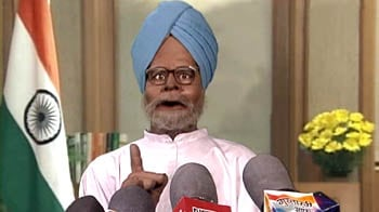 Video : Manmohan steals the show from Bryan Adams