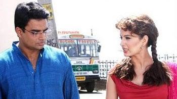 Video : Review: Madhavan impresses in Tanu Weds Manu