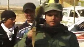 Video : Anti-Gaddafi militia flexes muscle