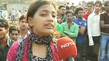 Video : Mumbai slum fire: Slumdog star loses home