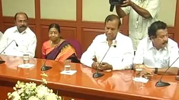 Video : DMK pulls out of UPA govt, withdraws its 6 ministers