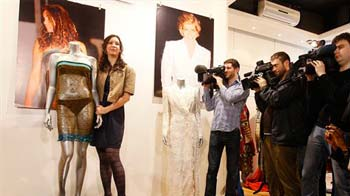 Video : Kate Middleton's see-through dress fetches $125,000 at auction