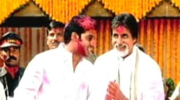 Video : Holi-ness, Bollywood style