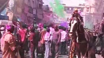 Video : Holi bash in Lucknow