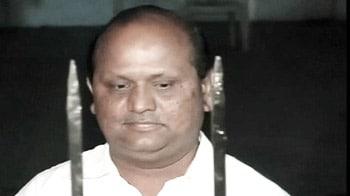 Videos : हसन के सीए के घर पर छापा