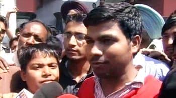 Videos : मोहाली में टिकट को लेकर हंगामा